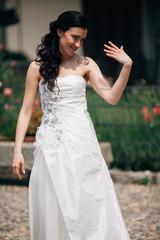 La sposa mostra il proprio anello