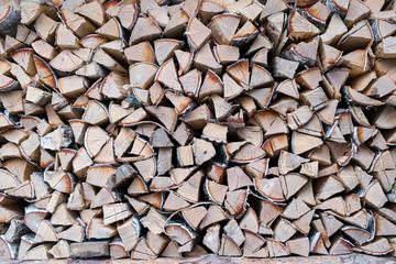 Поленница березовых дров.
