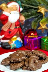Nikolaus mit Weihnachtsgebäck