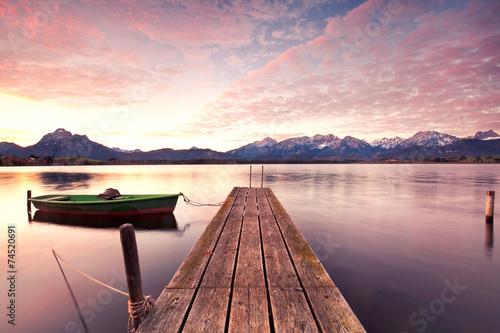 einsames Boot am Steg © Jenny Sturm