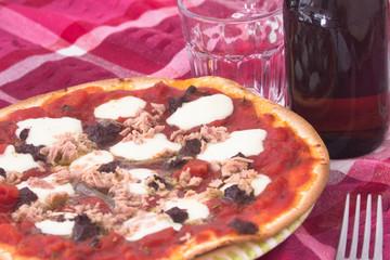 Pizza sulla tavola