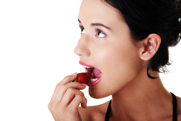 Portrait of a woman eating strawberry