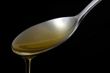 Une cuillère d'huile d'olive