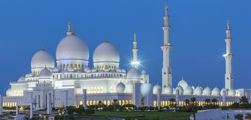 Panoramic view of Abu Dhabi Sheikh Zayed Mosque by night