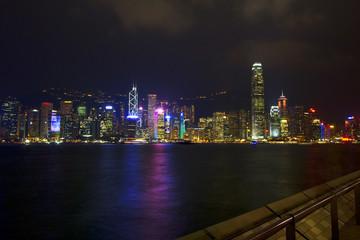 Вид на вечерний Гонконг.