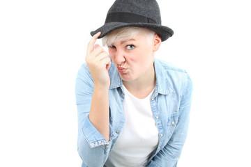 Teenager mit Hut