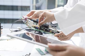 Technicians, electronic tablet, electronics, computer