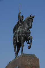 kralj tomislav statue