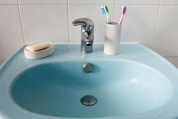 dirty bathroom washbasin