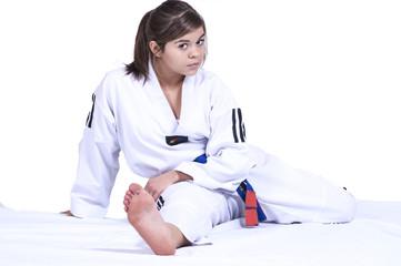 Jeune fille en tenue de combat