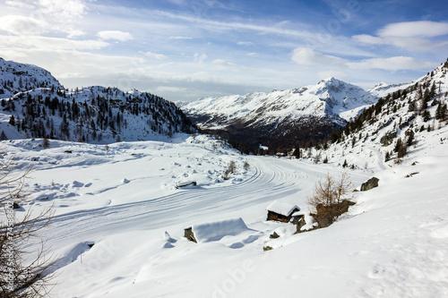 Poster Heuvel Panorama di montagna con pista da sci