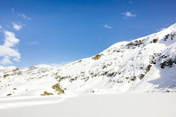 Paesaggio di montagna con neve