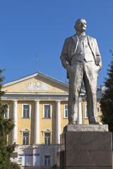 Памятник Ленину у Вологодского государственного университета