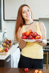Smiling   woman with nectarines