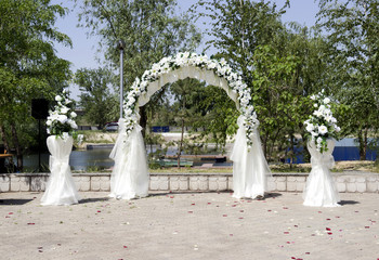 wedding place decoration with artificial flowers
