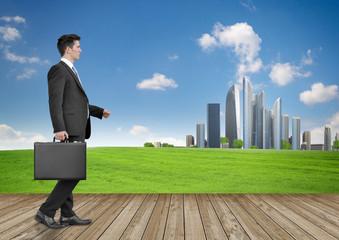 Businessmann vor Landschaft mit Stadt