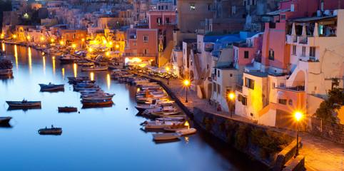 abends im Hafen von Procida