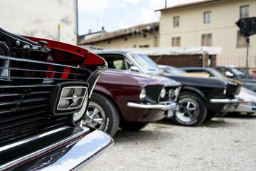 raduno di auto sportive storiche americane