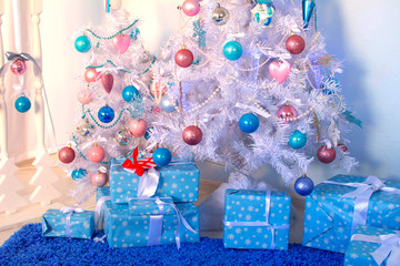 Елка, новогодние игрушки, подарки