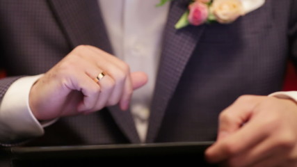 Groom on tablet