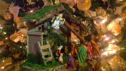 Presepio sotto l'albero di Natale