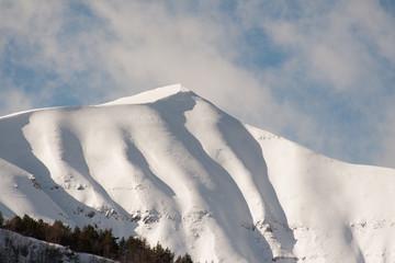Monte Spigolino coperto di neve in inverno