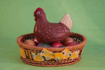 Gallina con uova benedette di Pasqua