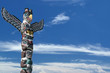 Leinwanddruck Bild - Totem wood pole in the blue cloudy background