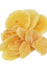 frutta candita su sfondo bianco_ ananas e zenzero