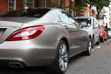 Luxusfahrzeug seitlich