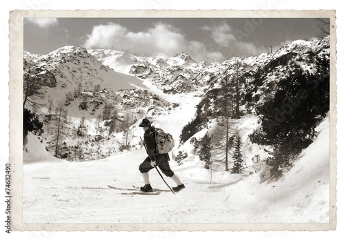 Foto op Canvas Wintersporten Skier with vintage skis