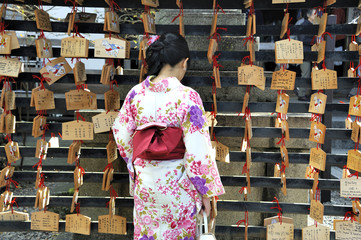 Geisha in front of prayer tablets