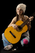 Adolescente jouant de la guitare