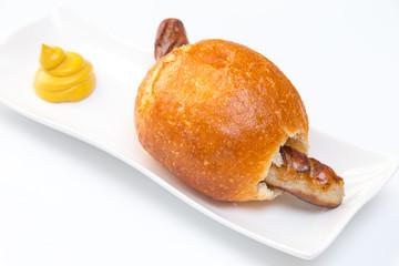 Bratwurst in der Semmel und Senf