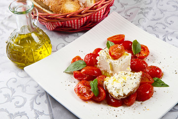 goat cheese with tomatoes