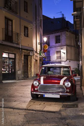 Papiers peints Vintage voitures Voiture rétro dans une rue la nuit