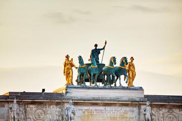 Sculpture of the chariot on top of the Arc de Triomphe du Carrou