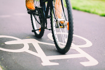 People cycling bike commuting