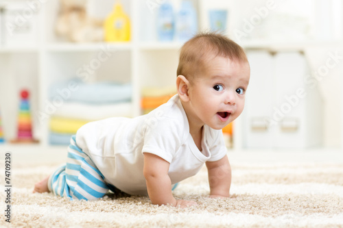 canvas print picture crawling baby boy indoors