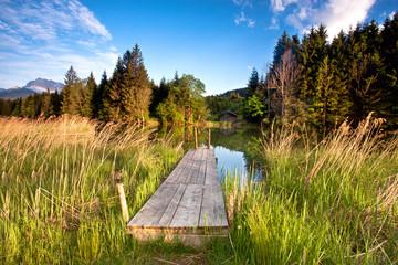 alter Holzsteg am Bergsee