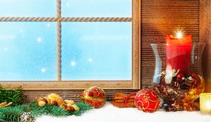 Weihnachtsdekoration am Fenster