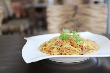 Spaghetti with dried chilli and bacon