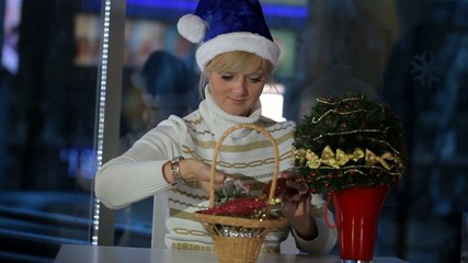The girl in the cafe treats Christmas decorations
