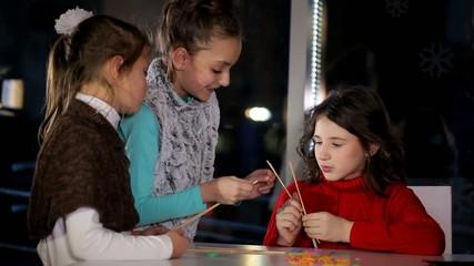 Girl trains girlfriends creative Knitting