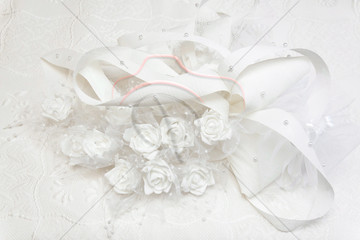 Wedding gown and decorated with white roses.