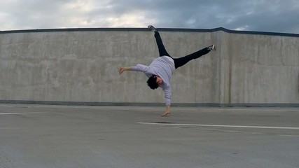 Breakdancer on the street, slowmotion