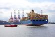 Containerschiff wendet - 74727632