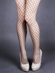seksowne nogi kobiety w kabaretkach