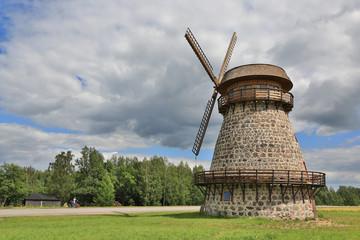 alte Windmühle in Estland IV