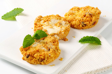Crumbly cornmeal and almond cookies